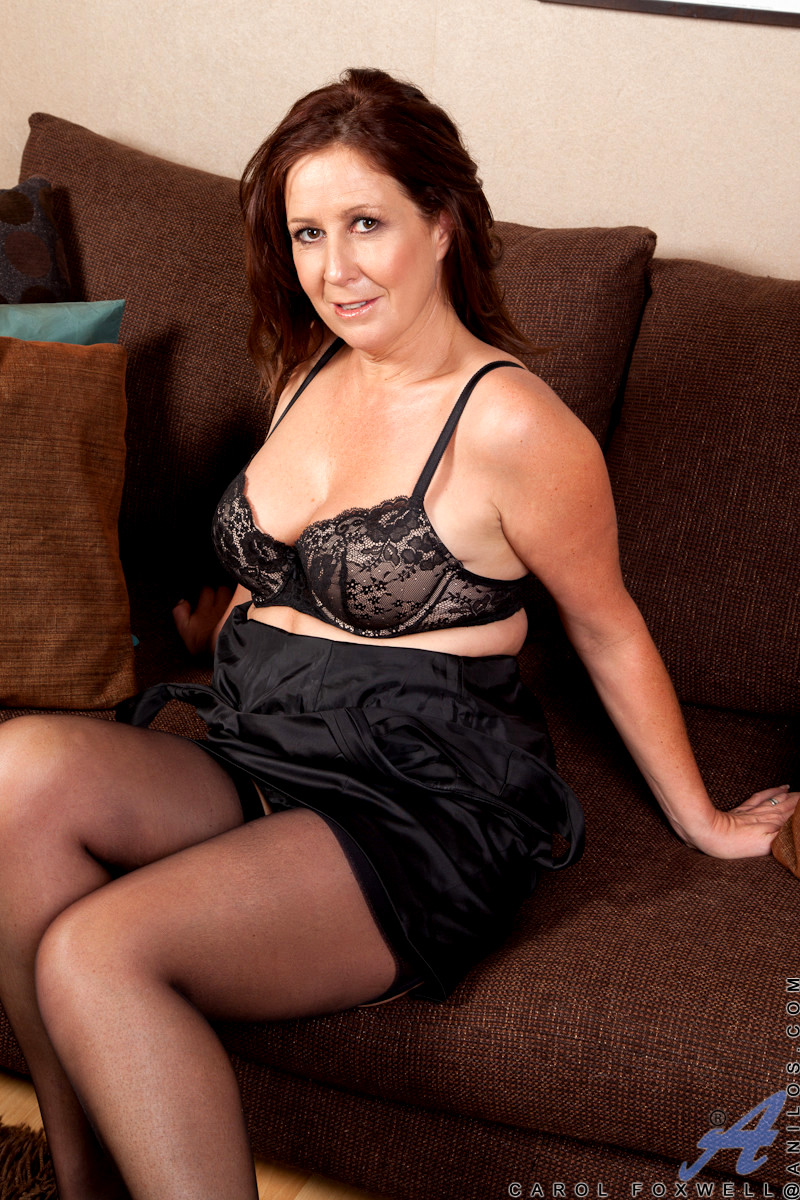 mature housewife dildo thumbs gallery